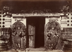 Hullabeed. The Great Temple. Pavilion in centre of east front. [Hoysaleshwara Temple, Halebid.] 965112